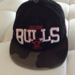 Chicago Bulls Snap back flat  hat Windy City M L